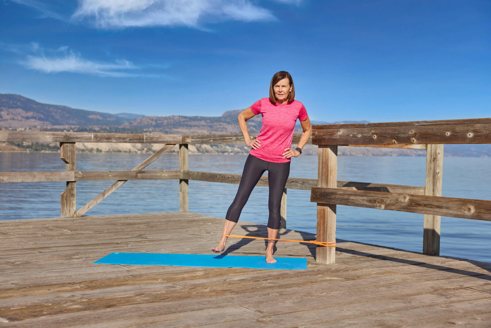 lady on pier lateral leg raise physio